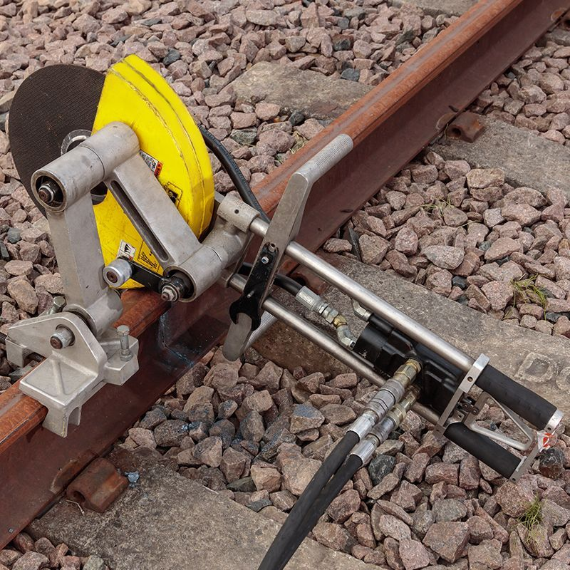 Reversing Rail Saw